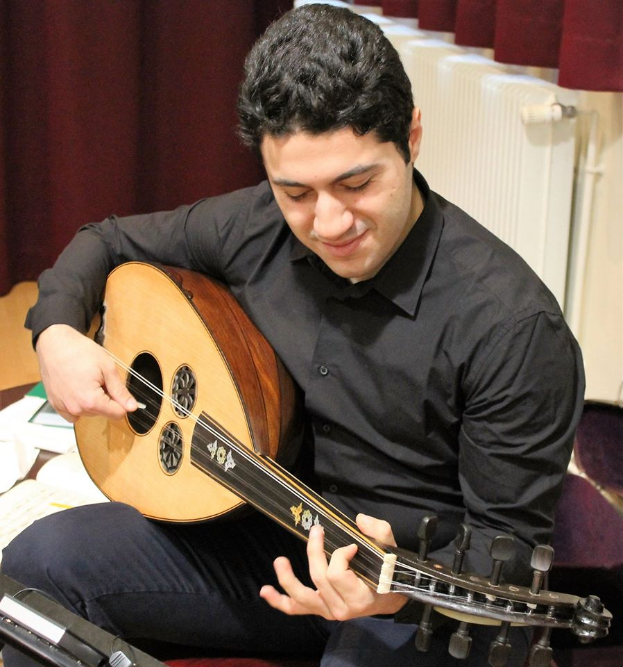 Zied playing tunisian oud
